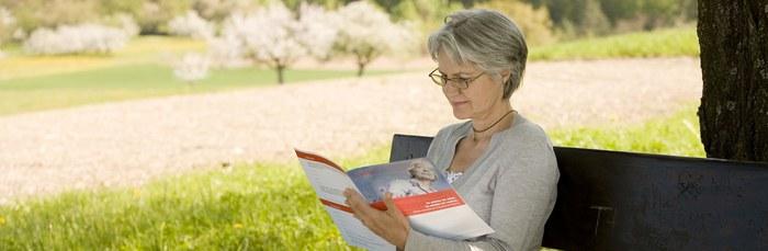 Die Vorsorgemappe der Caritas hilft bei wichtigen Fragen im Alter. Foto: Caritas Schweiz