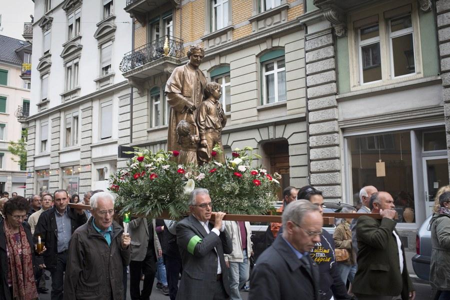 Prozession der Züricher Italiener-Mission MCLI zum Festtag von «Maria Ausiliatrice - Maria, Helferin der Christen»