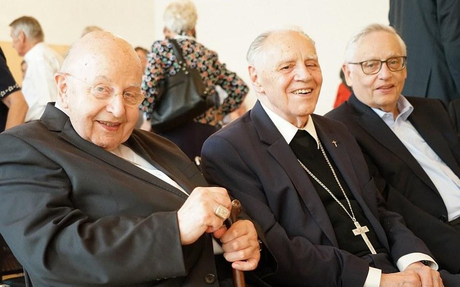 Kardinal Karl-Josef Rauber mit Weihejubilaren Henrici und Vollmar_Bischofsjubiläum_FOTO_Arnold Landtwing