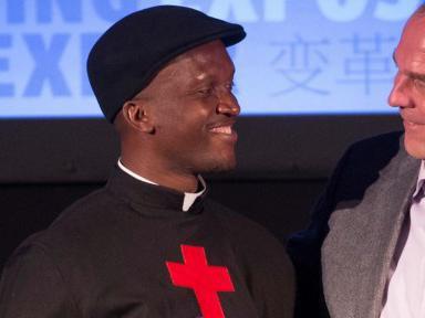 Warum Human Rights Watch einen Priester ehrt