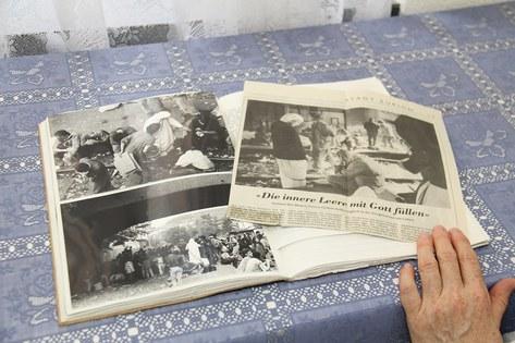 Zeitungsberichte zeigen die Mutter-Teresa-Schwestern mitten im Drogenelend am Letten