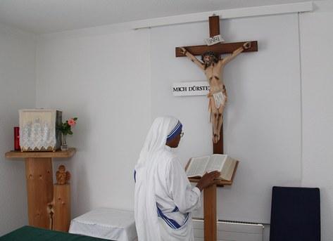 Viereinhalb Stunden pro Tag verweilen die Missionarinnen der Nächstenliebe im Gebet.