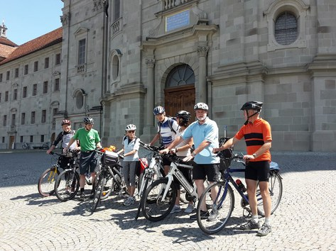 Sonniger Tag - frische Brise: Ideale Bedingungen, um mit dem Bike pedalend von Zürich nach Einsiedeln zu pilgern_FOTO_Rudolf Vögele