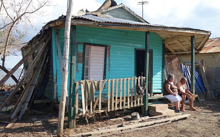 Nothilfe nach Hurrikan gegen das Vergessen in der Karibik