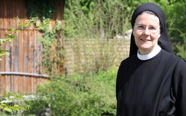 Priorin Irene pilgert zur Preisverleihung