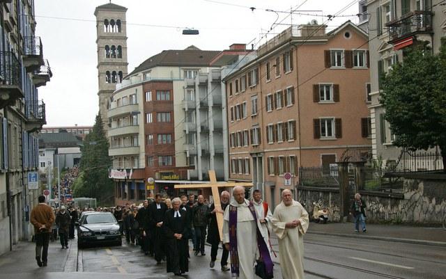 """""""Weg-Gottesdienst"""" zum Karfreitag durch Zürich"""