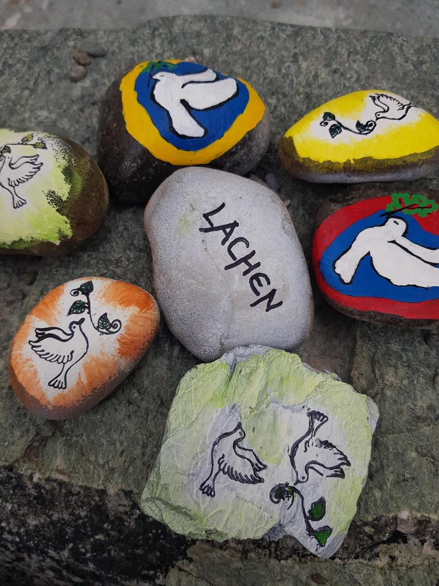 Steine der Hoffnung in der Pfarrei Thalwil