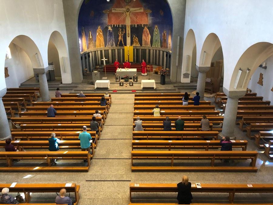 30 Personen kamen in die Kirche Herz-Jesu Wiedikon am Pfingstsamstag.