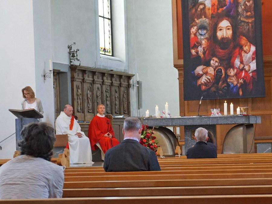 Die Kirche St. Felix und Regula Thalwil blieb aufgrund der Corona-Regeln nur locker gefüllt.