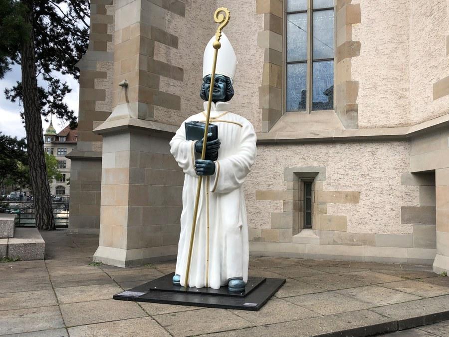 Bischof-Zwingli vor der Wasserkirche. Foto: Aschi Rutz