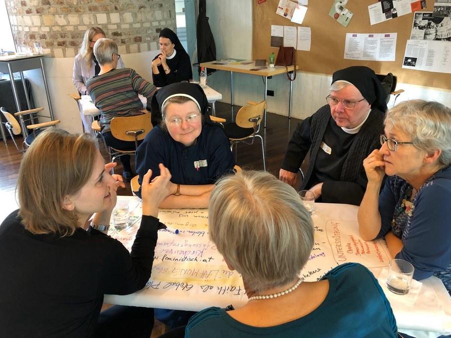 Katholische Frauen aus Deutschland, der Schweiz, Österreich und Liechtenstein bei der Gründung des neuen Netzwerkes. FACEBOOK.jpg