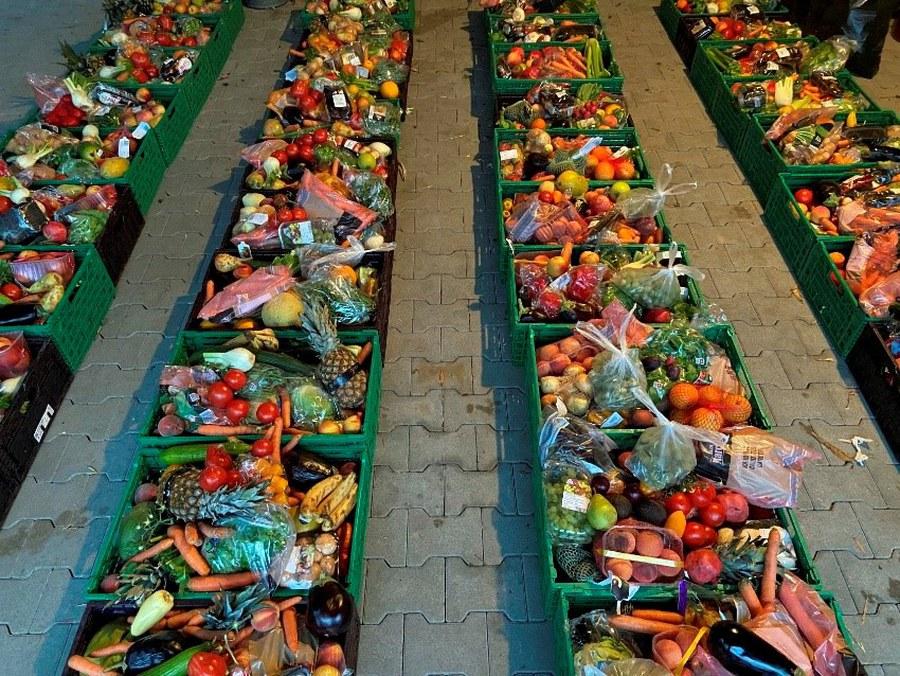 """""""Gerettete"""" Lebensmittel für Bedürftige und umweltbewusste Famlien. Acht Tonnen Lebensmittel werden so von Food Love gratis verteilt und verwertet. (Foto zVg)"""
