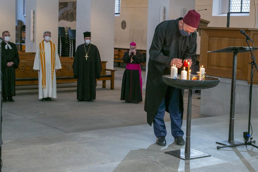 Imam Sakib Halilovic beim Kerzenakt