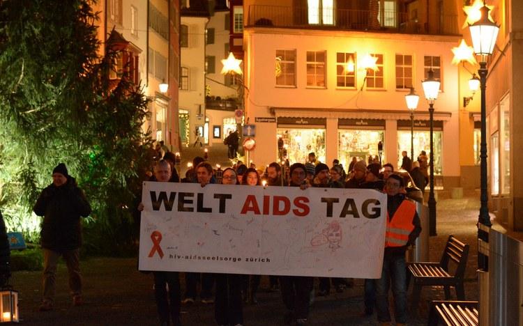 Gegen Diskriminierung: Fackelzug zum Welt-Aids-Tag