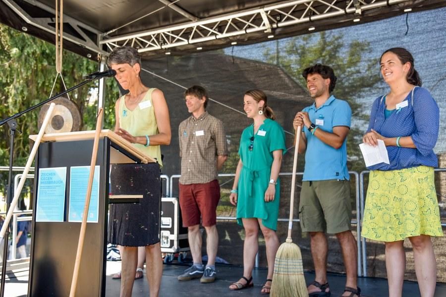 Tonja Jünger, Christoph Wettstein, Veronika Jehle sowie Bern und Vivien Siemes (v.l.) haben die Kundgebung organisiert.