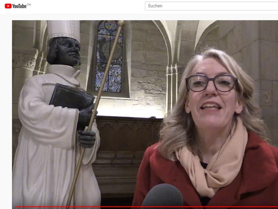 Franziska Driessen mit ihrem Bischofs-Zwingli. Quelle: reformiert.info