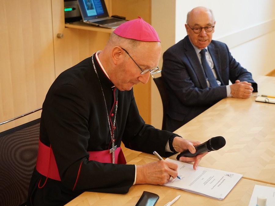 """Bischof Bürcher schliesst die """"diözesane Phase"""" ab..."""