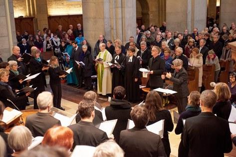 Bis auf den letzten Platz gefüllt: Ökumenischer Gottesdienst im Grossmünster. Foto: zhref