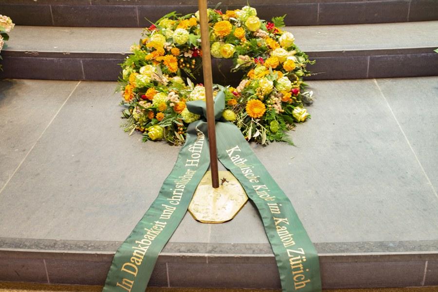 Trauerkranz der Zürcher Kirche in dankbarer Erinnerung an Weihbischof Paul Vollmar