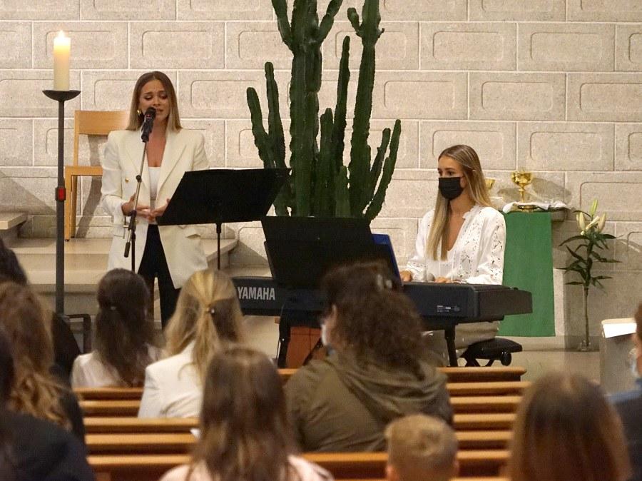 Ana Badro (Gesang) und Dora Vrdoljak (E-Piano)