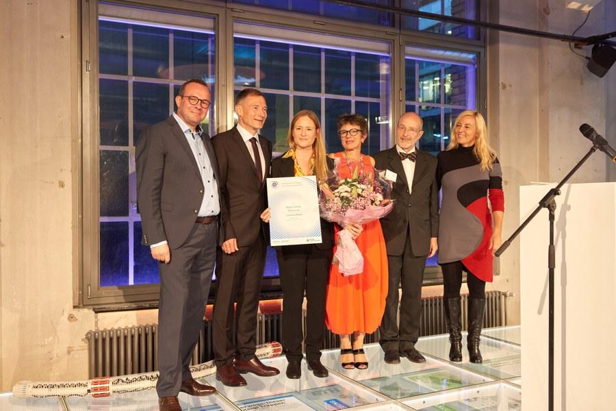 Die Jury mit Schauspielerin Julia Jentsch (mit Urkunde)