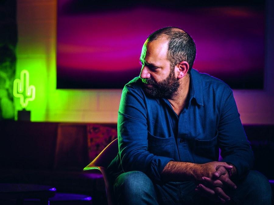 Der Zürcher Fotograf Joseph Khakshouri realisierte die kunstvollen Porträts dieses Jahresberichts. Foto: Geraldine Khakshouri
