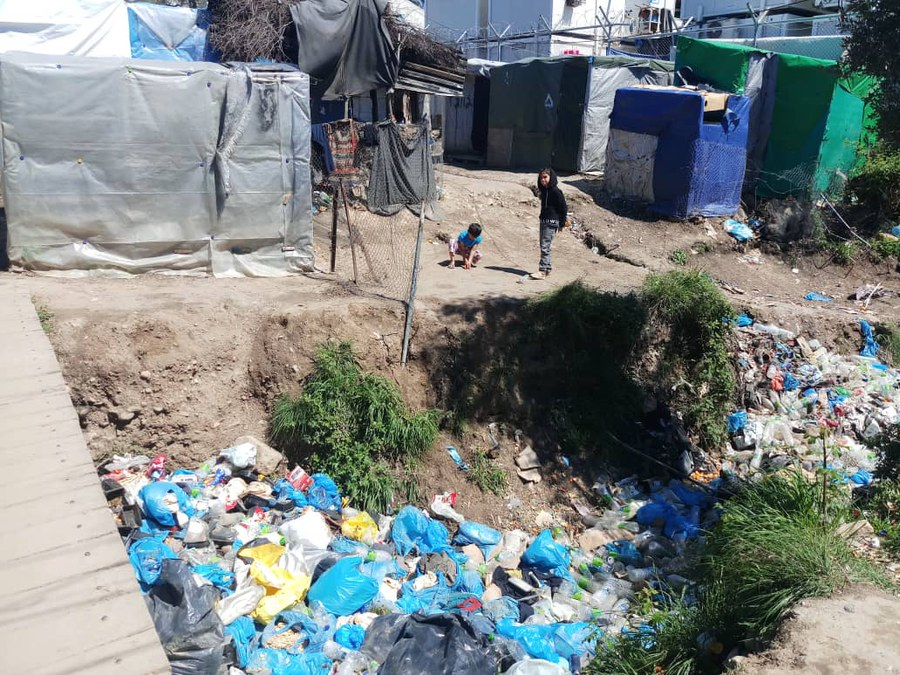 Müllentsorgung ist im Lager Moria ein Problem.