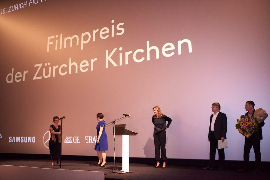 Kirchenjury mit Jury-Präsidentin Lucie Bader (ganz links)