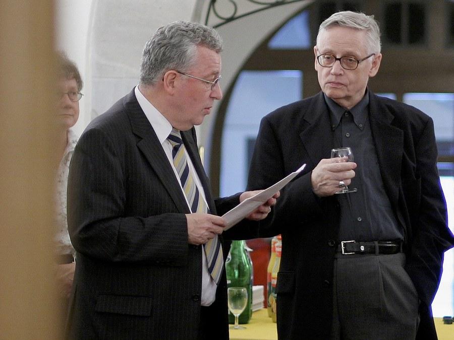 Duales System ernst genommen: Zentralkommissionspräsident René Zihlmann und Weihbischof Paul Vollmar im Dialog. Foto: Christoph Wider