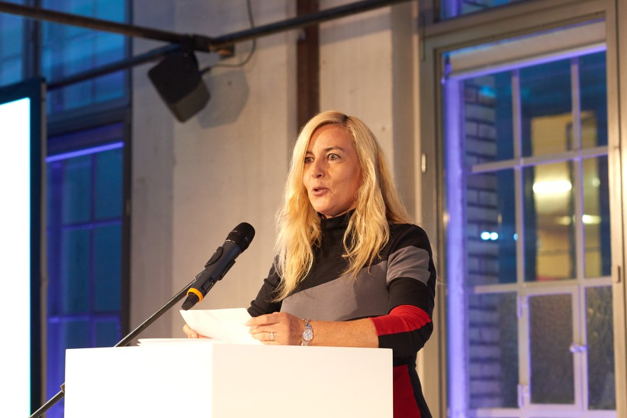 Regisseurin und Jury-Mitglied Barbara Miller verlas die Laudatio. Foto: Gion Pfander