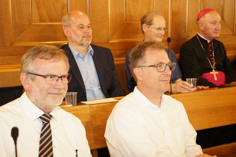 Reformierte Gäste: (v.l.) Grossmünster-Pfarrer Christoph Sigrist und Michel Müller, Kirchenratspräsident. Foto: Simon Spengler