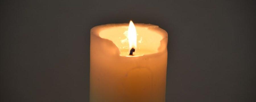 Kerzen anzünden zum Gedenken