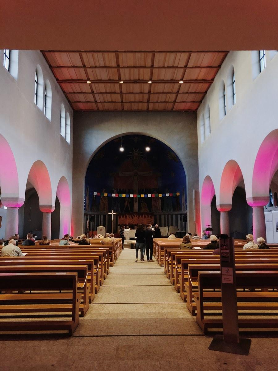 Fotoausstellung und Lichtklänge in der Kirche Herz Jesu Wiedikon