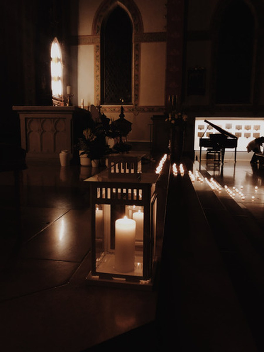 Stille und Kerzenlicht in der Pfarrei St. Peter und Paul