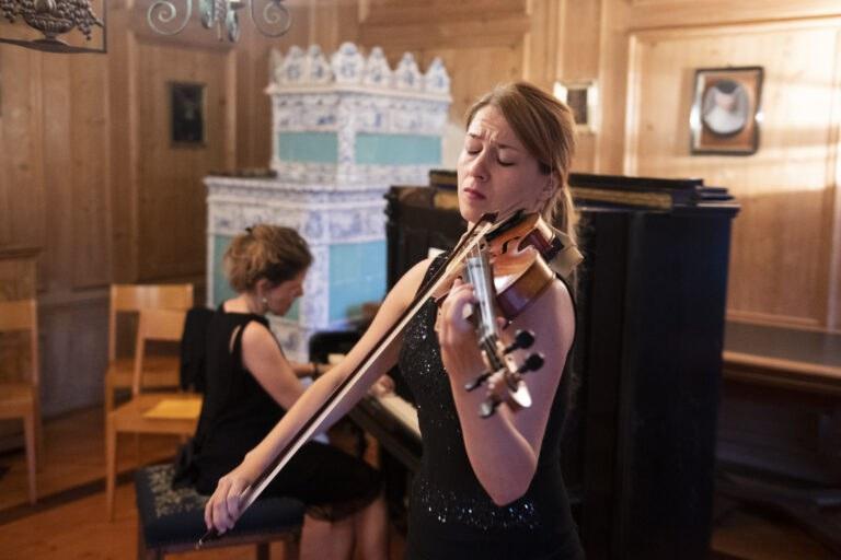 Musik in der Besucherstube des Klosters