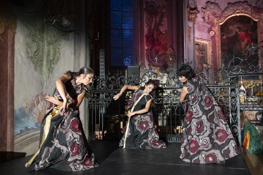 Flameco im Altarraum