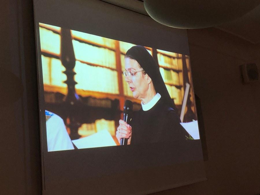 Public Viewing mit den Nonnen FOTO JEANINE KOSCH