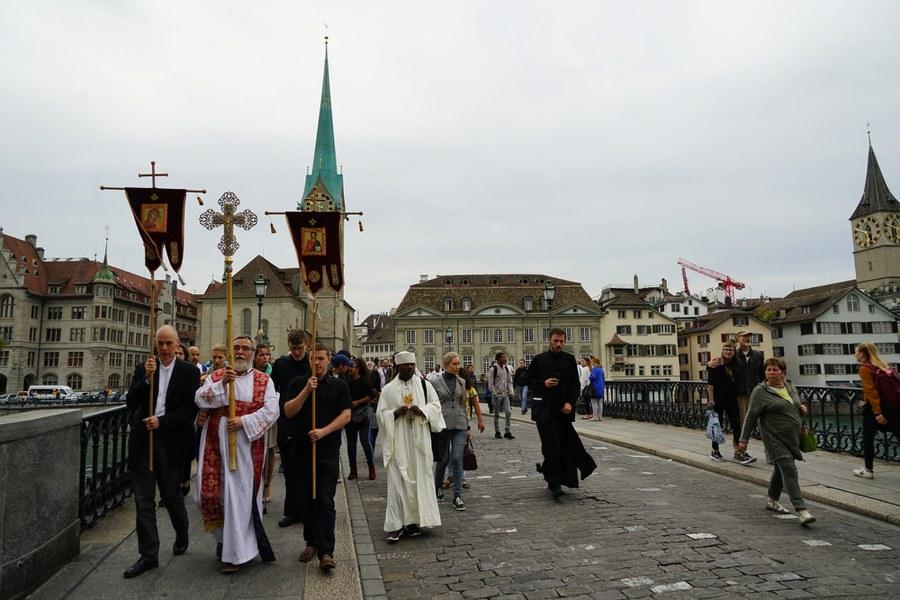 """Die alte """"liturgische Achse"""" vom Fraumünster über die Münsterbrücke_FOTO_Arnold Landtwing"""