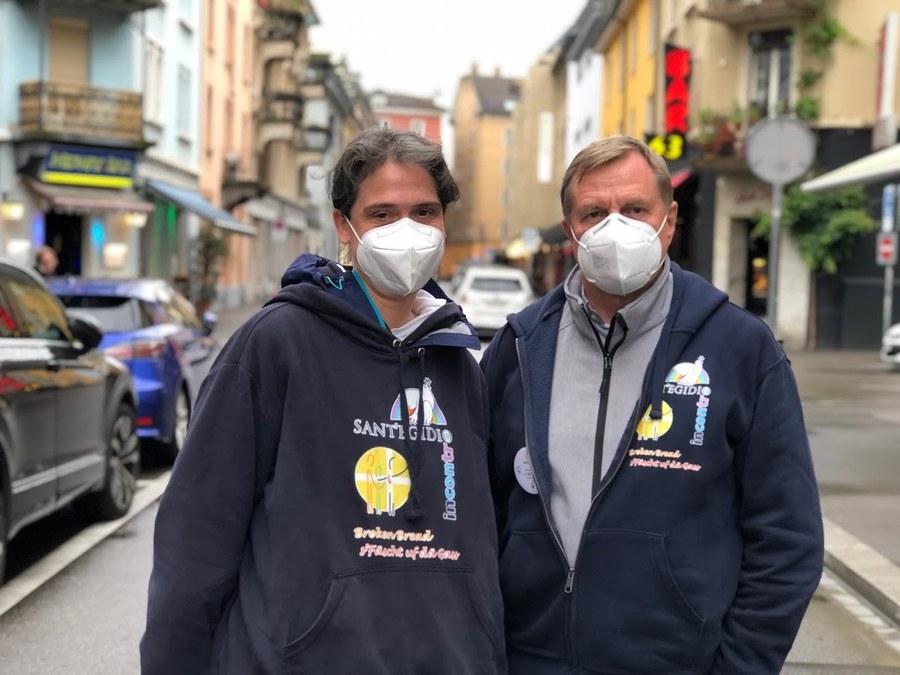 Schwester Ariane und Pfarrer Wolf mit Maske.jpg