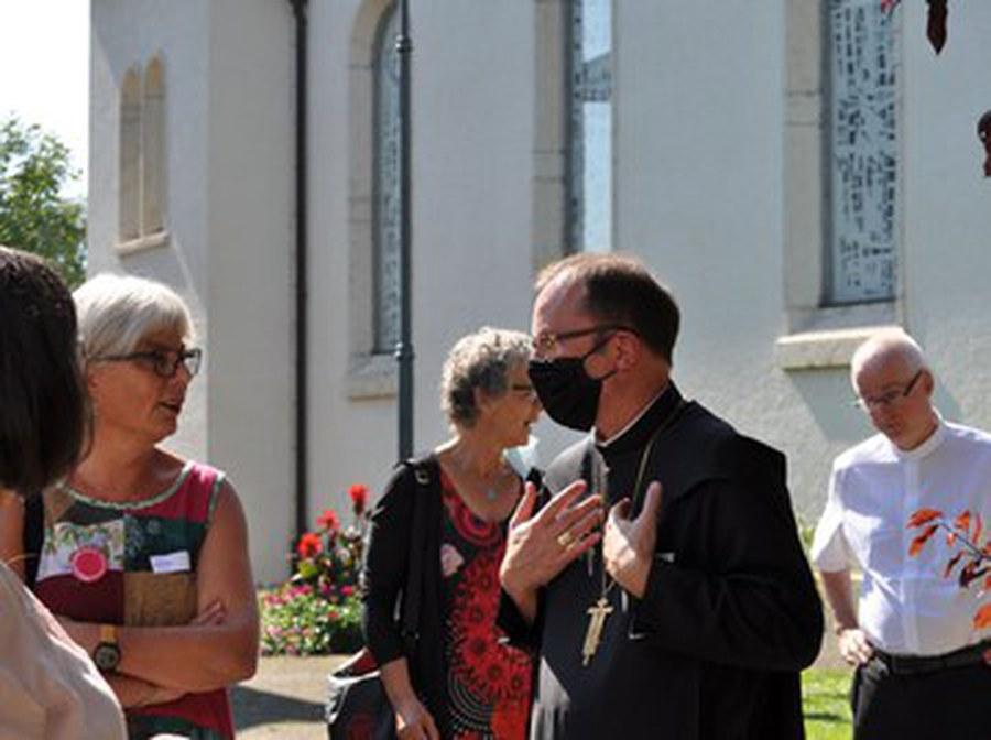 Bischöfe und Frauen.jpg