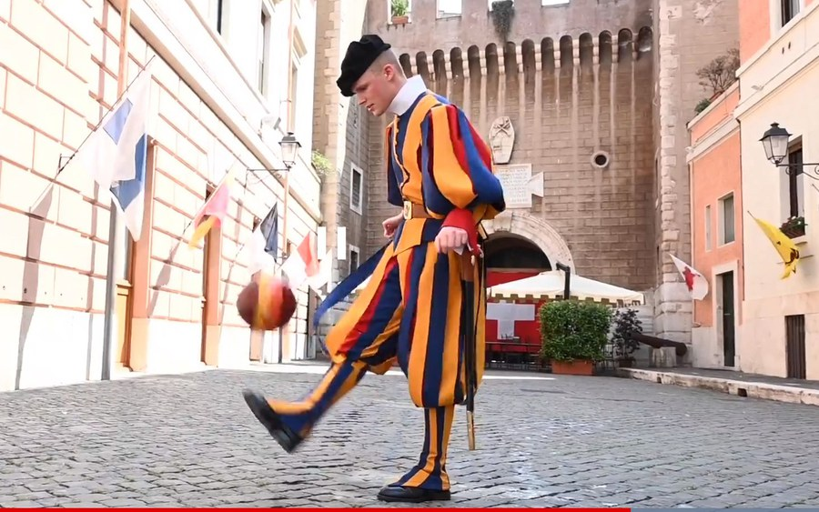 Gardist Joël Imholz jongliert gekonnt_Screenshot Blick.jpg